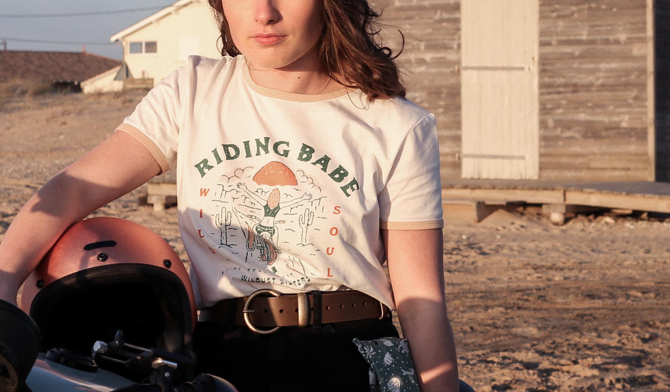 t shirt riding babe