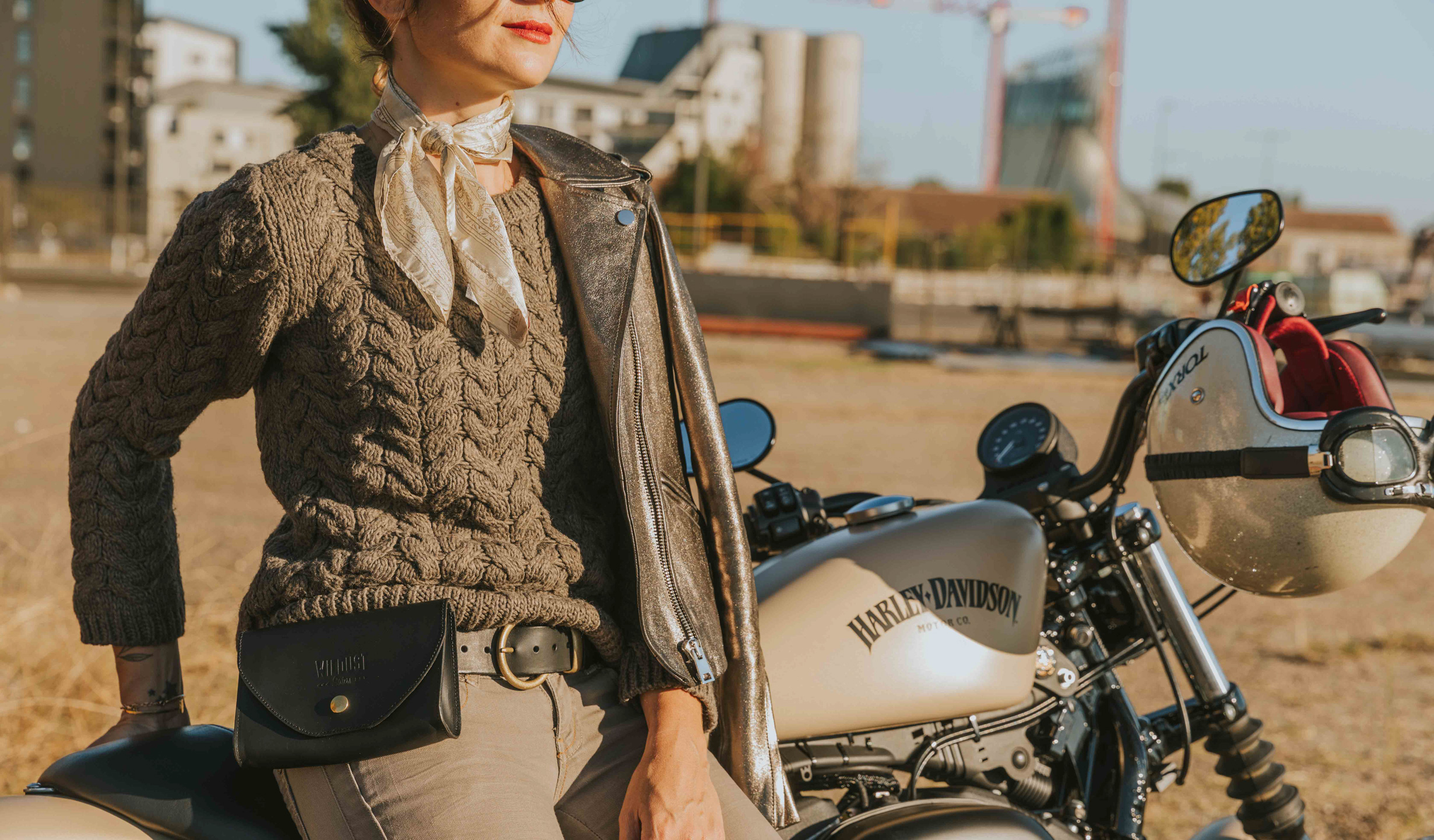 pochette ceinture noire femme moto