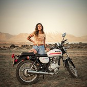 #MOTORCYCLE THERAPY #VINTAGELOVERS #WILDERNESS #BIKERGILS What else ?  Thank you @ani.hmltn for the pic !
