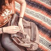 TRAVEL MOOD... ✨Un joli SAC A DOS en toile enduite et rabats en cuir, dans un style vintage, et une chouette COUVERTURE MEXICAINE, à poser ou bon nous semble... L'authenticité des matières, la qualité et la robustesse du cuir, le tissage artisanale de cette couverture en fils de coton en font un voyage a eux seuls !  2 accessoires bien pratiques quand on part en vadrouille, qui se patinent et évoluent à travers le temps !💫 . . A pretty backpack in coated canvas and leather flaps, in a vintage style, and a nice Mexican blanket, to put down where we want ... The authenticity of the materials, the quality and robustness of the leather, the artisanal weaving of this cotton thread blanket already brings you on a trip mood !  2 very practical accessories when you go on adventure! . . #adventure #ridingapparel #womanrider #accessories #motogear #bikegear #bagpack  #backpack #mexicanrug #couverture #rug #carpet #wilderness #vintagestuff #vintage #vintagelovers
