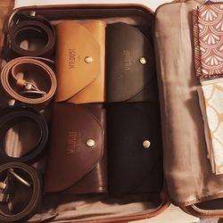 #FRIDAYREADY . La valise est prête pour le week-end ! Kaki, Moutarde, Camel, Black ou Bordeaux... Y a plus qu'à choisir ! . Which color will match with your outfit? Burgundy, Yellow, Khakhi, Black or Camel ? . . #TGIF #FRIDAYPACKING #LEATHERGOODS #WAISTBAG #BELBAG #RIDINGAPPAREL #RIDINGAPPAREL #READYFORTHEWEEKEND #MIXANDMATCH