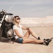 Tic Tac tic Tac.... J-4 !!! Girlzzzzzz, on se retrouve Dimanche pour les #petrolettesbordeaux !  Rendez-vous sur le groupe Facebook pour consulter les détails du parcours ! Stay tuned ! Ici on patiente tranquillement et on prie pour le retour du soleil !  . . #girlgang #girlsrally #petrolettes #womanriders #womanridingexperience #ridelikeagirl #motogirl #bikegirl #bikergirl