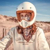 NEW IN ! Foulard Moto / Moto Scarf : ultra résistant et super extensible, joue le rôle de cache-nez en hiver, tout en protégeant le cou ! En lycra/élasthane, il se plaque idéalement sous le casque, et vous garde bien au chaud ! L'élégance d'un foulard dans le style, avec la technicité d'un tube moto. Pas de compromis entre style et technique. C'est la vision de l'équipement moto de la femme par Wildust. :-) . Bon et le sweat en coton bio ultra doux 350gr... on en parle ? 😂 => www.wildust.com . . .  #motoscarf #neckwarmer #womanrider #motobrand #motorcycle gear # womanrider #womanwhoride #bikergirl #motogirl Feat @clairedousseau and @gregbronard: THANK YOU GUYS !