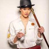 Souvenir d'un  joli shoot photo organisé par L'Atelier Orange Mécanique @atelier.orangemecanique , avec la jolie @soareskeira.  Merci @gaetan_bouvier_photographe  pour cette belle mise en scène avec la combinaison blanche WILDUST :-)   #photoshooting #womanrider #womenwhoride #orangemecanique