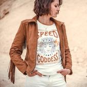 """THE SPEED GODDESS…  Amazones, Aventurières, Queens...Motardes ! Ce nouveau tee shirt à la coupe rétro """"ringer"""" est un clin d'œil aux bikeuses, reines de la vitesse et des sensations ! Un joli synonyme du mot """"Motarde"""", pour décrire avec beaucoup plus de chic l'univers des filles qui roulent.  Dans un style rétro, son design s'inspire directement des t-shirts rocks de la fin des 70's. Un plastron qui annonce la couleur, et s'adresse à toutes les héroïnes modernes, et les aventurières amoureuses du ride et de la vitesse !  Ce qu'il faut savoir :   Fabriqué en coton bio 190gr, ce tee-shirt est en maille de qualité supérieure, et il a l'avantage d'être tout doux et super confortable!   La fabrication est labellisé GOTS, c'est à dire qu'elle respecte un certain nombre de règles de conception éthiques, respectueuses des hommes et de l'environnement. . . . #Amazons, #Adventuress, #Queens ... #Bikergirls! This new retro """"ringer"""" cut  shirt is a nod to bikers, queens of speed and sensations! A nice synonym of the word """"Bikergirl"""", to describe with much more chic the universe of girls who ride.  In a retro style, its design is directly inspired by rock t-shirts from the late 70's. A big  plastron on the chest, addressed to all the modern heroines, and the adventurers in love with the ride and the speed!  What there is to know :  Made in 190gr organic cotton, this t-shirt is made of high quality mesh, and it has the advantage of being very soft and super comfortable!  The manufacturing is GOTS labeled, that is to say that it respects a certain number of ethical design rules, respectful of people and the environment. . . Available on the eshop ! . . #bikegirl #speedgoddess #womenrider #womenwhoride #ridelikeagirl #bikegirl #motogirl #speedlovers #vintagelovers #customlovers"""