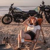 ROAD TRIPPIN' and CHILLIN... Keeping cool, week end is loading... . . a la cool, pour accueillir le week end... Petit souvenir post ride à l'occasion du photo shoot de cet été!  Une nouvelle collec que nous avons eu plaisir à capturer ! . . #chicksonbikes #womanrider #motogirl #harleygirl #883 #ironlovers #triumph #bonneville #t100 #womenwhoride #ridelikeagirl #roadtrip #rideandfriends #vintagelovers