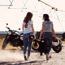 #STAYWILD  Wildust provides riding apparel apparel for heroines, adventuresses, bikergirls and everyday superSheros... Check our tees specially designed for the wild ones 🔥 . . Wildust es tune marque de vêtements et accessoires pour héroines modernes, aventurières, rideuses... Découvrez notre collection T-shirt cotton bio, pour super heroines. :-) . . #ridingapparel #womenwhoride #vintagelovers #vintagebikes #motogirl #chicksonbikes #harleystyle #bonnevile . Special Thanks to @marc.detienda  for this WILD PIC :-)