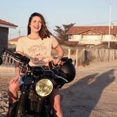 #RIDEANDSMILE ! This is what #motorcycletherapy does ! Ride brings freedom and good vibes, you should try ! . .  La thérapie Moto ! Rouler c'est des bonnes vibes, un sentiment de liberté, de puissance et de bonheur... Si tu ne roules pas déjà, Tu devrais essayer ! . . #happyrider #womanrider #ridelikeagirl #womenwhoride #bikegirl #bikergirl #motogirl #triumph #triumphT100 #bonneville #t100
