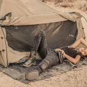 When our friend @anandanineone brings us on a trip, with @wingmanoftheroad... Hard no to succumb to nature ! Thank you for this wild and epic shot ! . .  Quand notre amie Ananda nous emmène avec elle dans ces aventures de l'extrême... On comprend mieux pourquoi la ceinture sacoche en cuir Wildust est le produit nomade par excellence !  . . #beltbag #womanrider #campergirl #adventure #wanderlust #bikergirl #adventurer #wilderness #roadtrip #desertcamp