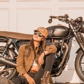 Patiently waiting for the next opportunity to ride with my friends... Got my Cap and my Riding Jacket by Wildust Sisters, and that beautiful @officialtriumph bike...  Can't wait to meet you all at @aces_experience. . . Quand tu attends patiemment le 1° vrai gros festival de l'année... Casquette, Veste Moto Armalith by Wildust Sisters et la monture adéquate... On en peut plus d'attendre le ACES EXPERIENCE ! . . #bikergirl #womanrider #ridelikeagirl #chicksonbikes #womenwhoride #vintagelover #vintagestyle #bikeladies  . . Thank you @anadanineone for this very very cool pic. ♥️